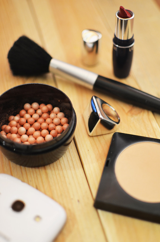 make up lipstick and concealer