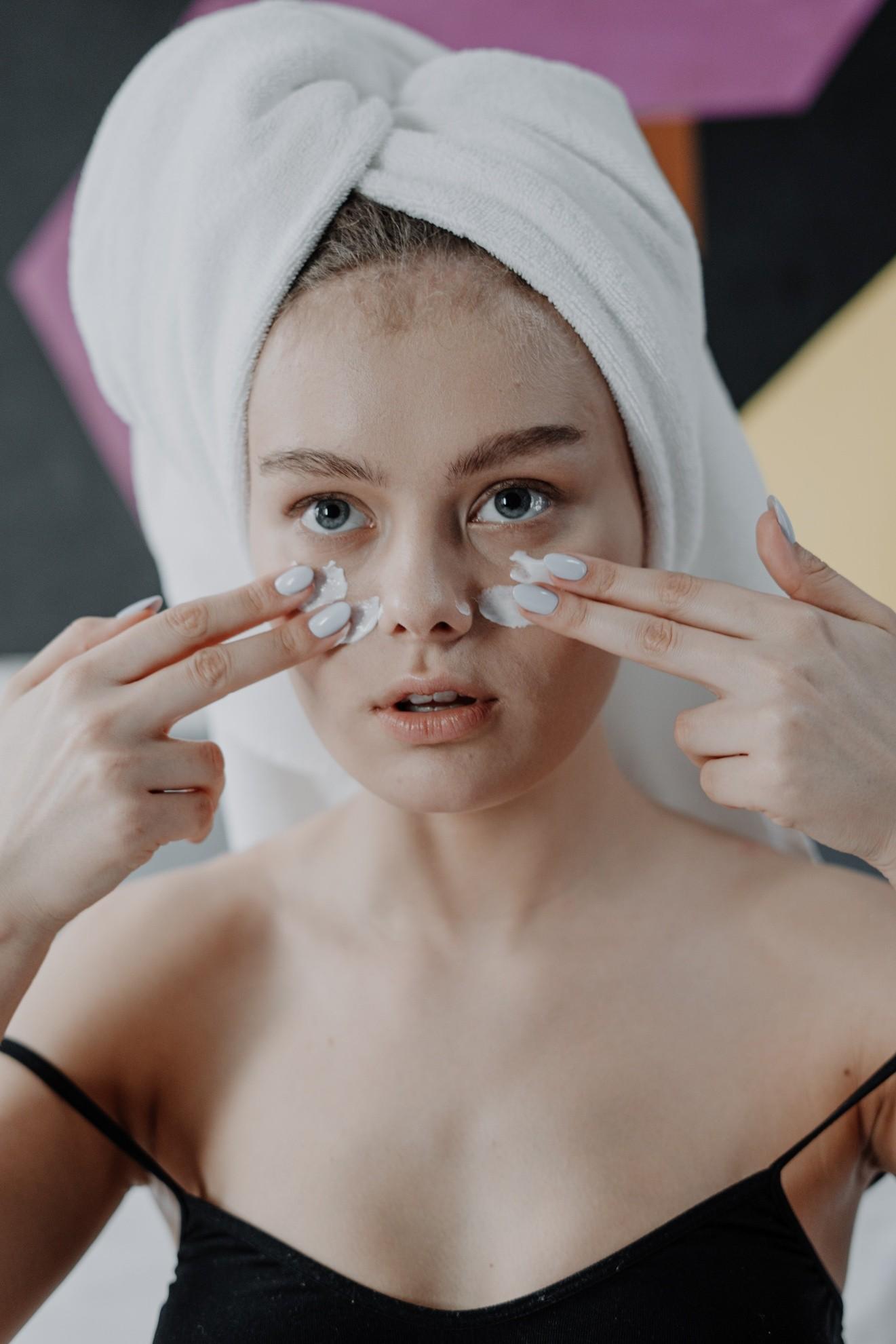 bleaching cream on dark circles of women's eye