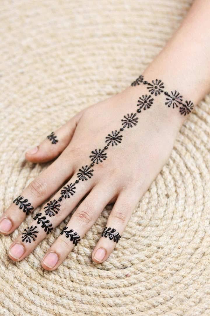 easy-henna-designs-on-hand-3