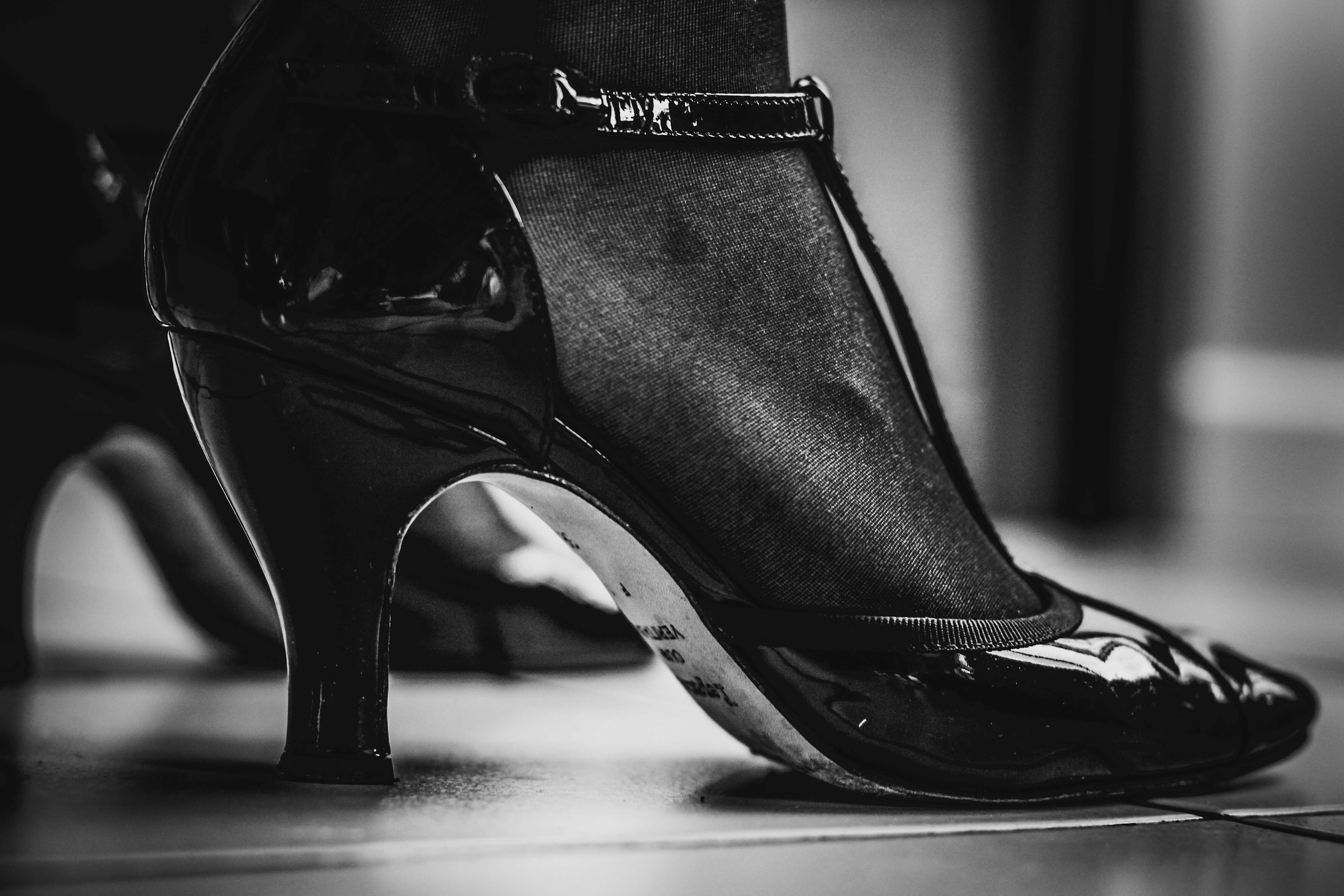 a black pumps with t-shaped strap and a spool heel