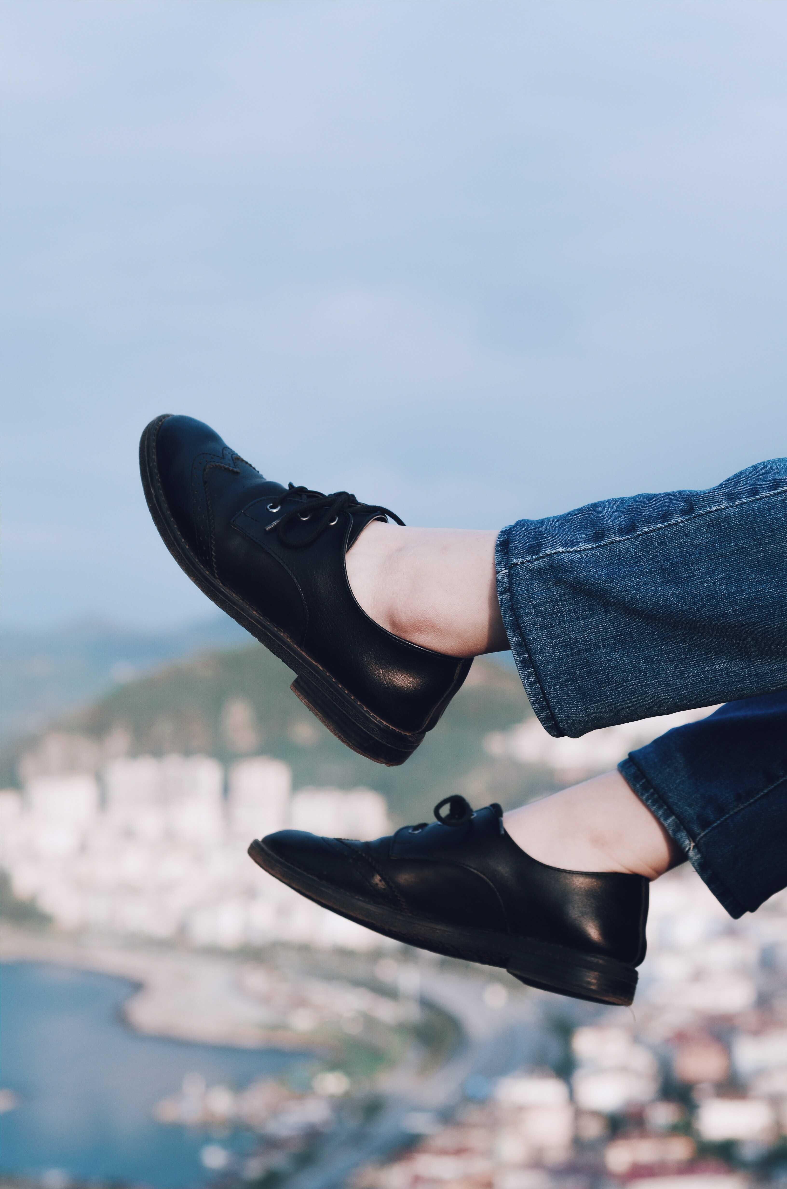 a black shoes