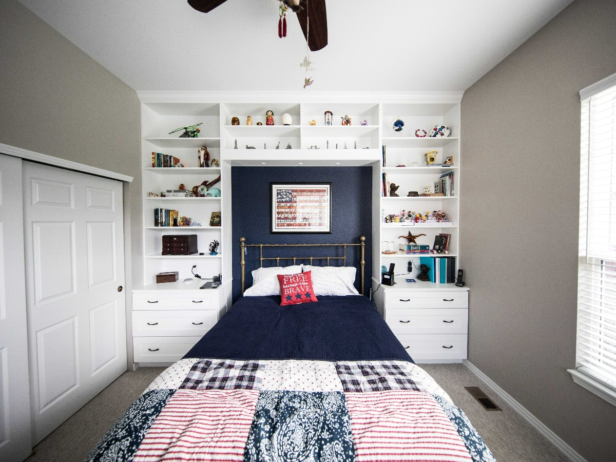 a white bedroom with library