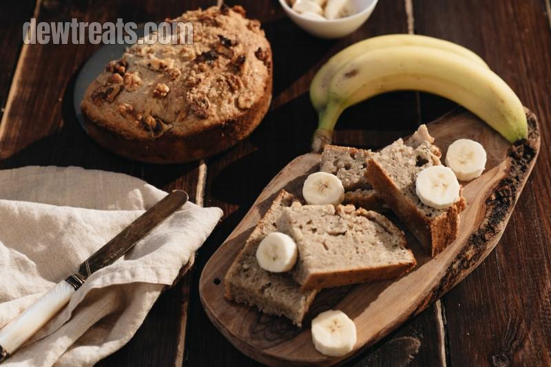 banana bread with bananas slices