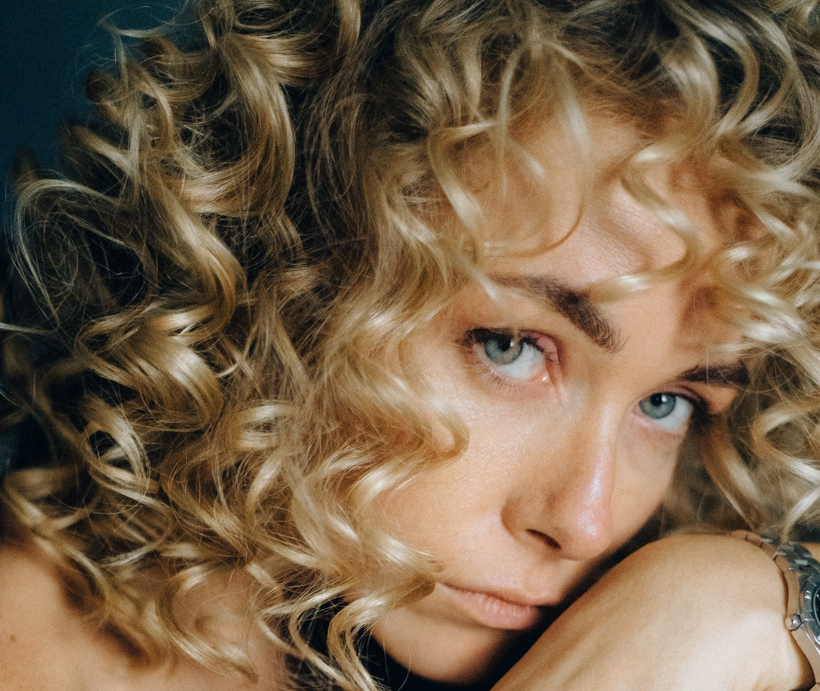 haircuts for fine curly frizzy hair