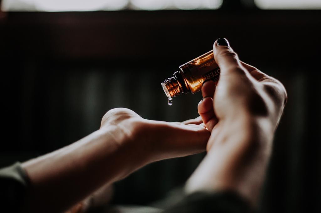 Essential oils for ringworm